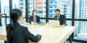 التميز والكفاءة في إجراء المقابلات، استقطاب الكفاءات واختيارها وإدارة الأداء