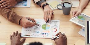 تقنيات ,التوظيف, و التطوير, و إدارة الأداء, و سياسات التحفيز