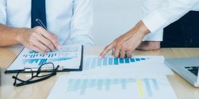 الاتجاهات المتقدمة في مراجعة العقود والمسؤولية التعاقدية